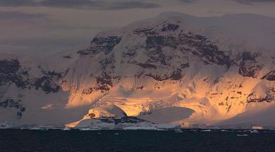 Vincent Woolley Luminous Endowment Grant Winner Visits Antarctica