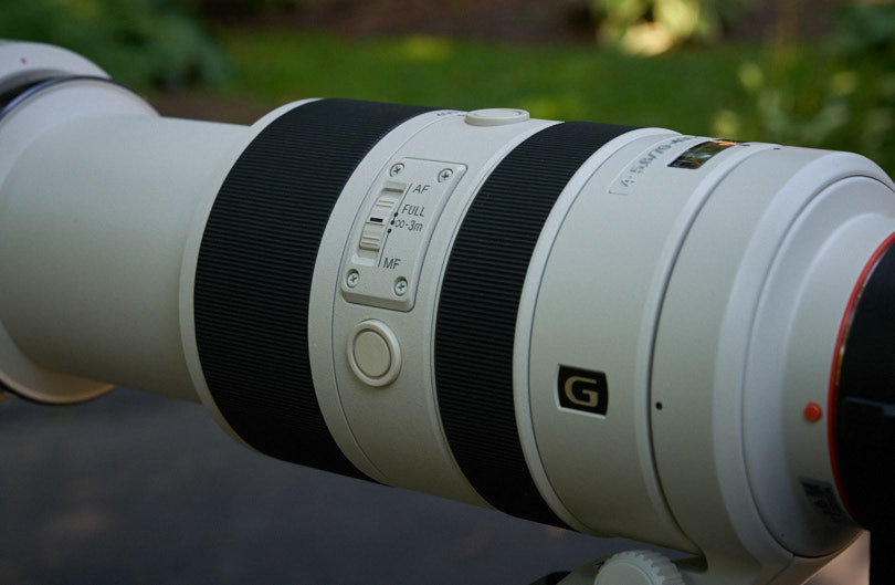 The controls on the 70-400mm lens