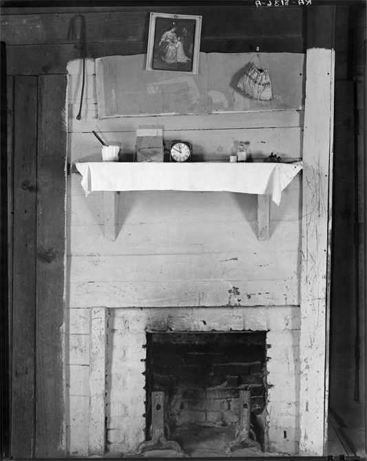 Walker Evans photo of a sharecropper's mantel. Alleged, probably incorrectly, by James Curtis to have been staged.